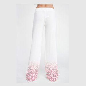 Phil love Pants & Jumpsuits - Passion Leopard Lip Lounge wear Set